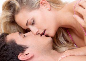Через поцелуй герпес все же передается